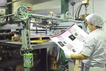 高品質なニス引き加工、特殊なブリスター加工・ハービル加工にも対応
